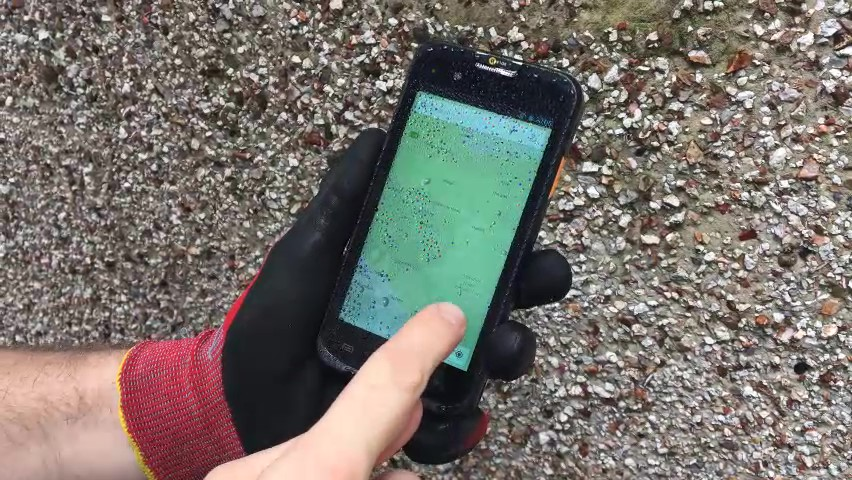Raptor E5 working in the wet, outdoors and with gloves